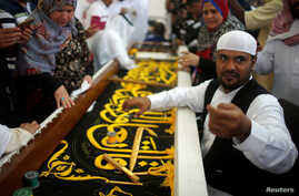 A man embroiders the Kiswa, a silk cloth covering the Holy Kaaba, ahead of the annual haj pilgrimage, at a factory in the holy city of Mecca, Saudi Arabia August 26, 2017.