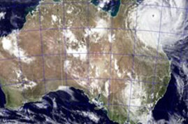 No Deaths Reported as Monster Cyclone Strikes Australian Coast