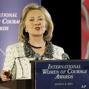 Clinton: US to Push for Women's Rights in New Mideast Demo