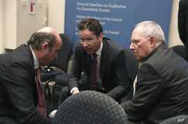 Eurogroup President Jeroen Dijsselbloem, center, chats with Luis de Guindos Jurado, Minister of the Economy and Finance of Spain, left, and German Finance Minister Wolfgang Schaeuble, Zappeion Hall, Athens, April 1, 2014.