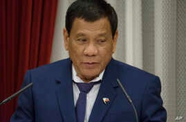 Philippine President Rodrigo Duterte delivers a speech at the start of a banquet hosted by Japanese Prime Minister Shinzo Abe at the latter's official residence in Tokyo, Oct. 30, 2017.