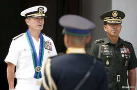 Philippine Armed Forces Chief General Hernando Iriberi (R) stands next with visiting U.S. Navy Admiral Harry Harris, Commander of U.S. Pacific Fleet at Camp Aguinaldo in Quezon City, Metro Manila in the Philippines, Aug. 26, 2015.