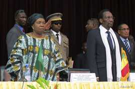 African Union Chief Nkosazana Dlamini-Zuma (front L) and Mali's President Dioncounda Traore attend a high level international meeting in Bamako, October 19, 2012.