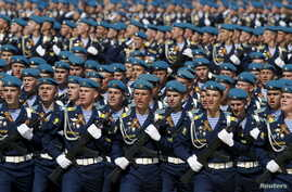 Russian servicemen march during a rehearsal for the Victory Day parade in Red Square in central Moscow, Russia, May 7, 2015.