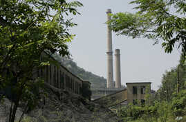 FILE - Ninh Binh Power Plant, which is a coal fired power plant to supply electricity, is seen in Ninh Binh Province in Vietnam, Sept. 19, 2007.  The Asian Development Bank agreed Friday to loan Vietnam nearly $1 billion to build a coal-fired power p
