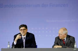 German Finance Minister Wolfgang Schaeuble, right, and U.S. Treasury Secretary Jack Lew attend a news conference after a meeting at the Finance Ministry in Berlin, Jan. 8, 2014.