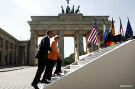 U.S. President Barack Obama arrives with German Chancellor Angela Merkel to speak in front of the Brandenburg Gate in Berlin, Germany June 19, 2013.