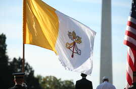 President Barack Obama and Pope Francis are flanked by a U.S. and Vatican flag during a state arrival ceremony on the South Lawn of the White House in Washington, Sept. 23, 2015.