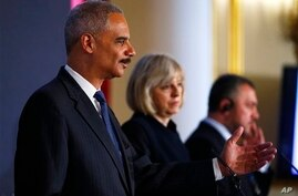 U.S. Attorney General Eric Holder, left, co-hosts with Britain's Home Secretary Theresa May, center, and Ukraine's general prosecutor Oleh Makhnitskyi a two-day Ukraine Forum on Asset Recovery in central London on April 29, 2014.