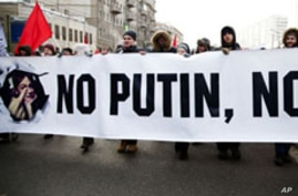 Pro- and Anti-Putin Rallies Draw Mass Turnouts in Moscow