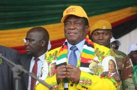 Zimbabwe's President Emmerson Mnangagwa addressing members of his Zanu PF party in Gweru town, about 350 kilometers south of Harare, May 31, 2018. (S. Mhofu for VOA)
