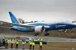The Boeing 787 Dreamliner jet takes off for its long-waited first flight, 15 Dec 2009, at Paine Field In Everett, Washington