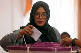 A Maldivian living in Sri Lanka casts her vote during the Maldives parliamentary election day at the Maldives embassy in Colombo, Sri Lanka, April 6, 2019.