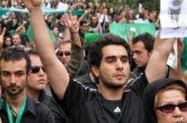 Supporters of Iran's defeated presidential candidate Mir Hossein Mousavi dressed in black during a mass protest in Tehran, 18 Jun 2009