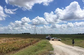 Police cars block access to the site where a hot air balloon crashed near Lockhart, Texas, July 30, 2016. At least 16 people were on board the balloon, which Federal Aviation Administration spokesman Lynn Lunsford said caught fire before crashing int