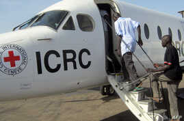 FILE - Freed South Sudanese prisoners board a Red Cross plane, Feb. 11, 2013. The South Sudan government and rebels loyal to former Vice President Riek Machar said Jan. 9, 2018, they are not holding political detainees or prisoners of war.