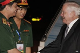 Gates in Hanoi for Asian Defense Ministers' Meeting
