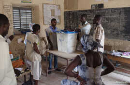 Poll workers count ballots after the end of voting in Mali's presidential elections in Timbuktu Jul. 28, 2013.