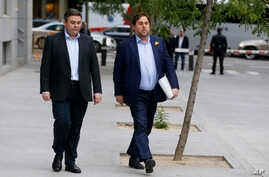 Fired Catalan vice president Oriol Junqueras, right, arrives at the national court in Madrid, Nov. 2, 2017.