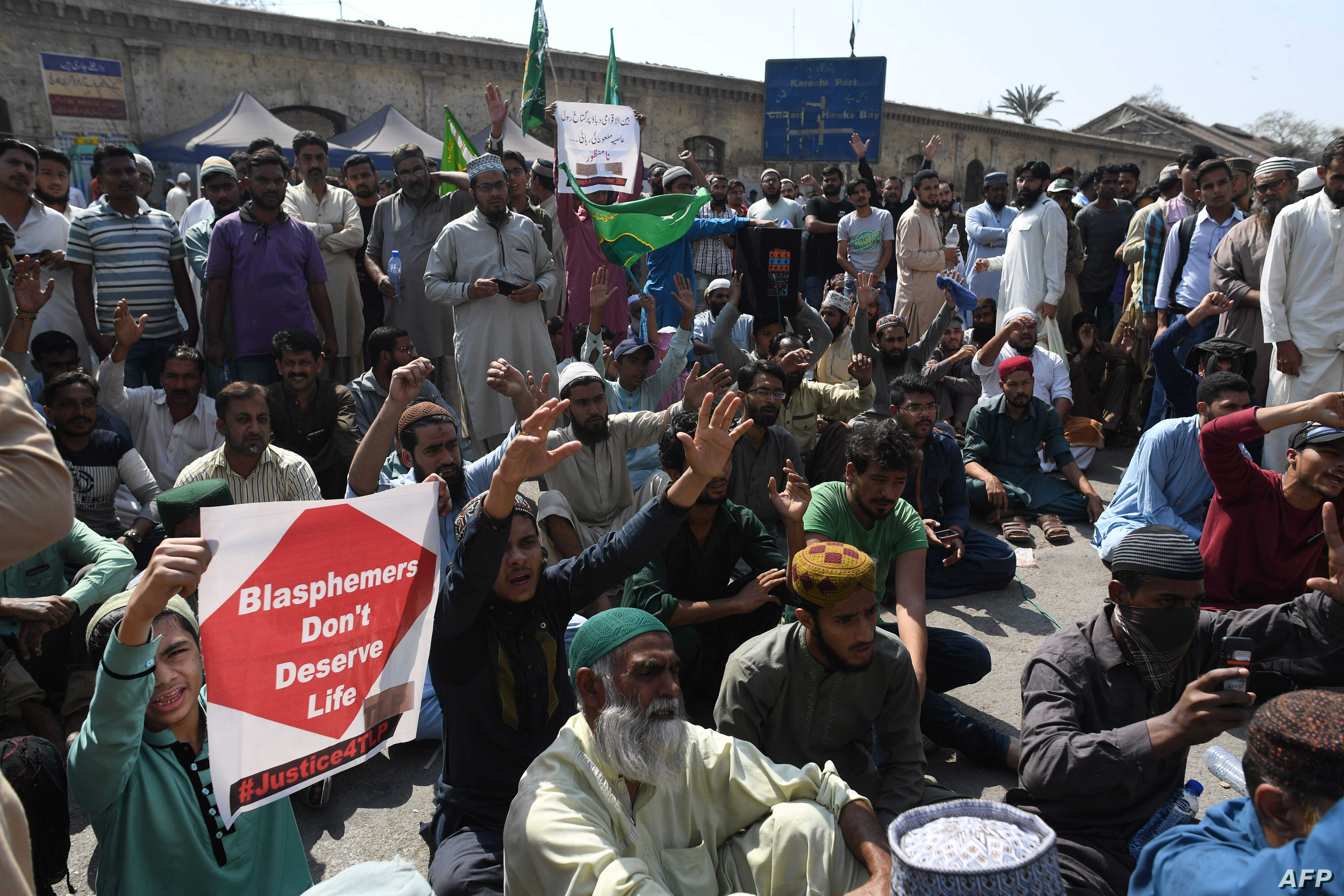Supporters of the Tehreek-e-Labaik Pakistan (TLP), a hardline religious political party, protest against the court decision to overturn the conviction of Christian woman Asia Bibi in Karachi, Oct. 31, 2018.