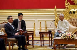 Myanmar's President Htin Kyaw, right, speaks with Chinese Foreign Minister Wang Yi, left, during their meeting at the President House in Naypyitaw, Nov. 19, 2017. (AP Photo/Aung Shine Oo)