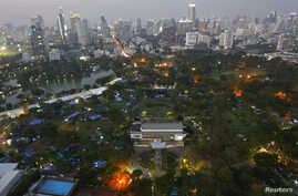 FILE - Anti-government protesters's tents are set up inside Lumpini Park, the main protest site in Bangkok, Mar. 4, 2014.