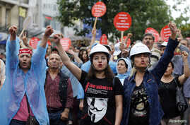 Alevi demonstrators shout anti-goverment slogans during a protest against the latest violence in Okmeydani, a working-class district in the center of the city, in Istanbul May 25, 2014