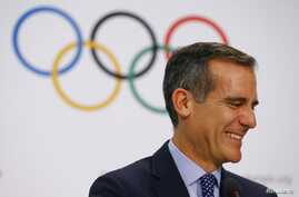 Mayor of Los Angeles Eric Garcetti attends the briefing of 2024 Olympic Games candidate cities Paris and Los Angeles ahead of final election of 2024 Olympic host city, in Lausanne, Switzerland, July 11, 2017.