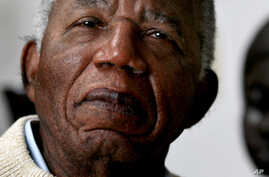 World-Renowned Nigerian Author Refuses His Country's Honor