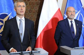 NATO Secretary General Jens Stoltenberg, left, and Polish Defense Minister Antoni Macierewicz brief the media after talks, in Warsaw, Poland, May 31, 2016.