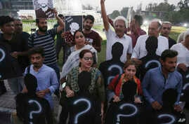 Pakistani human rights activists rally on International Day of the Disappeared in Peshawar, Pakistan, Aug. 30, 2018.