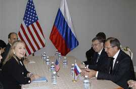 US Secretary of State Clinton, left, holds bilateral meeting with Russian Foreign Minister Lavrov in Phnom Penh, Cambodia, Nov. 20, 2012