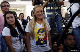 Lilian Tintori (C), wife of jailed opposition leader Leopoldo Lopez, wearing a T-shirt depicting her husband, smiles as she arrives at a news conference in Caracas, Venezuela, Dec. 7, 2015.