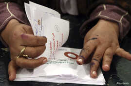 An official counts ballots after polls closed during the final stage of a referendum on Egypt's new constitution in Bani Sweif, about 115 km (71 miles) south of Cairo December 22, 2012.