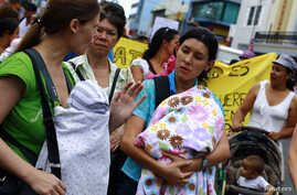Women march with their children to demand longer maternity leave, San Jose, Costa Rica, Jan. 18, 2013.