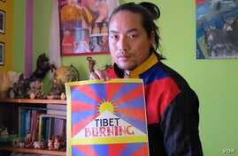 Tibetan activist, artist and musician Tamding Tsetan's first album, Open Road,  was inspired by the 2008 Lhasa uprising and the wave of Tibetan self-immolations since 2009, Dharamsala, India. (I. Broadhead/VOA)