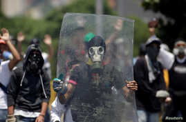Opposition supporters clash with security forces during a rally against Venezuela's President Nicolas Maduro in Caracas, Venezuela, April 26, 2017.