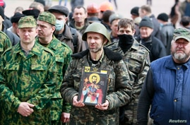 Pro-Russian protesters gather in front of the regional administration headquarters in Luhansk, eastern Ukraine, April 14, 2014.