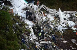 Rescuers search for survivors from the wreckage of the LAMIA airlines charter plane carrying members of the Chapecoense Real football team that crashed in the mountains of Cerro Gordo, municipality of La Union, Nov. 29, 2016.