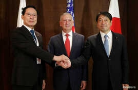 Japan's Defense Minister Itsunori Onodera, U.S. Secretary of Defense Jim Mattis and South Korea's Defense Minister Song Young-moo attend a trilateral meeting on the sidelines of the IISS Shangri-la Dialogue in Singapore June 3, 2018.