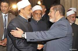 Egypt's President-elect Mohamed Morsi (R) shakes hand with Grand Sheikh of al-Azhar Ahmed El-Tayeb before Friday prayers at al-Azhar mosque, in the old quarter of Cairo, June 29, 2012.