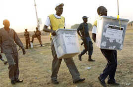 Election officials carry ballot boxes moments after polls closed  in Juba, Southern Sudan, 15 Jan 2011