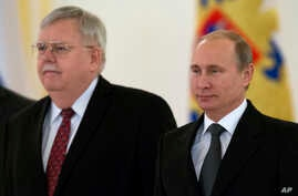 U.S. Ambassador to Russia John Tefft, left, and Russian President Vladimir Putin pose for a photo after presenting his credentials in the Kremlin in Moscow, Russia, Nov. 19, 2014.