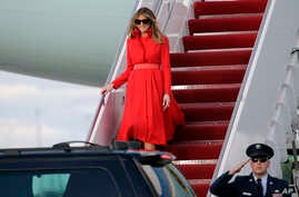 First lady Melania Trump walks from Air Force One after arriving with President Donald Trump and their son Barron at the Palm Beach International Airport, March 17, 2017, in West Palm Beach, Florida.