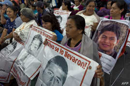 Relatives and friends of the 43 missing missing of Ayotzinapa, wait before experts of the Inter-American Commission on Human Rights (IACHR) designated to investigate the disappearance present the first conclusions of their investigation, in Mexico Ci
