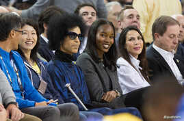 Recording artist Prince sits on the sidelines during the second quarter between the Golden State Warriors and the Oklahoma City Thunder at Oracle Arena, Mar 3, 2016; Oakland, CA. (Kelley L Cox-USA TODAY Sports)