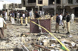 Bomb Targets Pakistani Police Official, 8 Killed