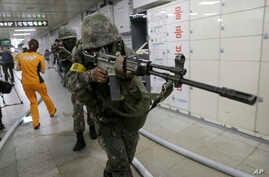 South Korean army soldiers aim their weapons during an anti-terror drill as part of Ulchi Freedom Guardian exercise, at Sadang Subway Station in Seoul, South Korea, Aug. 19, 2015.