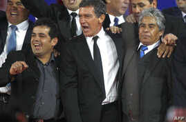 """Actor Antonio Banderas, center, is pictured with Alex Vega, right, and Mario Gomez, two of the 33 workers trapped in a Chilean mine in 2010, at a preview of the film """"The 33"""" in Santiago, Chile, August 2, 2015."""