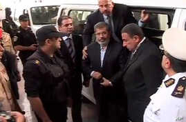 Mideast Egypr Morsi arrives for a trial heaing in Cairo. November 3, 2013 111111111